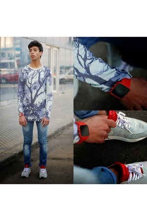 silver nike shoes - red 1facewatch watch