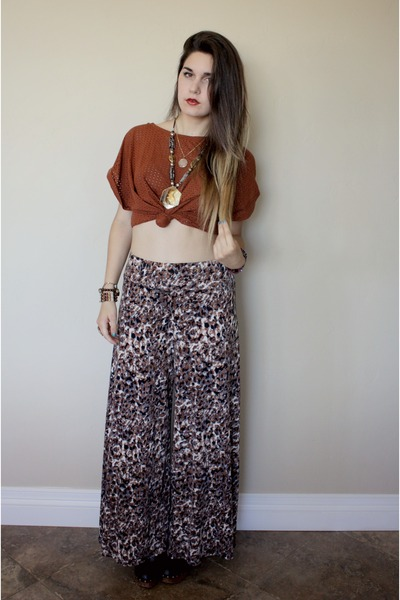 burnt orange top - printed palazzo pants - egyptian cat necklace