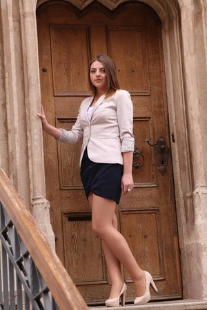 navy Vero Moda skirt - ivory Stradivarius blazer - ivory new look pumps