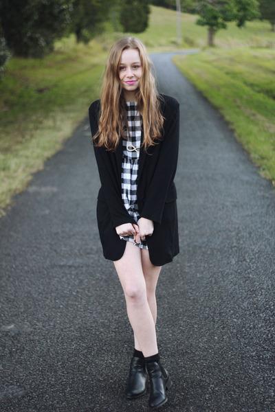 black coat black Mela Purdie coat - black Lipstik boots