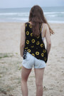 Black-wasted-daisy-shirt-light-blue-paper-heart-shorts