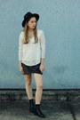 Black-lipstk-boots-black-oasap-hat