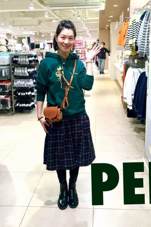 dark green checker skirt skirt - black Dr Martens shoes