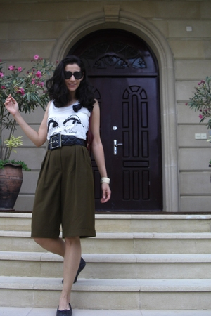 escada shorts - lanvin t-shirt - jaeger belt - scoop NYC shoes - Gucci accessori