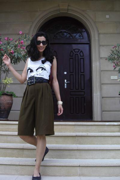 escada shorts - lanvin t-shirt - jaeger belt - scoop NYC shoes - Gucci accessori
