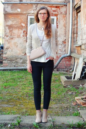 light pink thrifted bag - cream ankle boots random brand boots