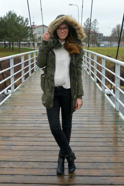 olive green parka Amisu coat - black Tamaris boots - black lindex jeans