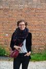 Black-monki-jeans-black-velvet-vintage-blazer-navy-kappahl-scarf