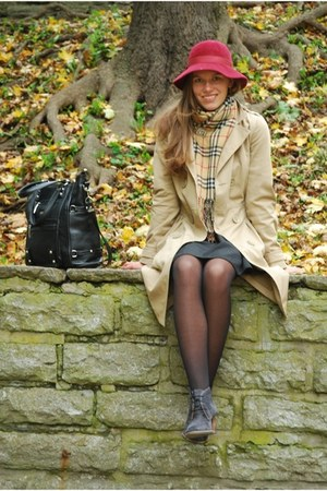 ruby red vintage hat - heather gray suede angelo carutti boots - beige H&M coat