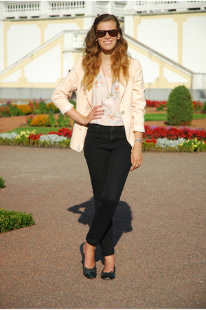 neutral H&M top - black Vero Moda jeans - peach thrifted blazer