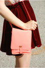 Salmon-monki-bag-peach-h-m-top-maroon-latinas-loafers