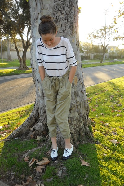 tan paper bag waist Urban Outfitters pants - white Forever 21 top - black wingti