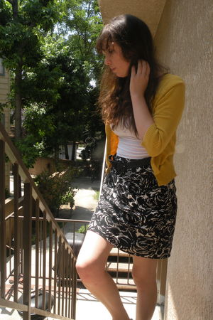 white Forever21 shirt - gold Forever 21 cardigan - black skirt - black belt - gr