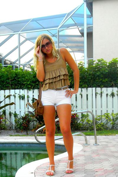 e2a2a3663368 tawny cross body American Eagle bag - white high-waisted Guess shorts