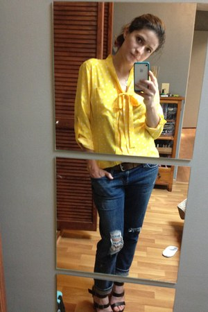 yellow blouse - navy boyfriend jeans jeans
