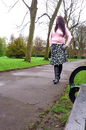 black Moda skirt - black Gluv Joleen boots - light pink new look hoodie