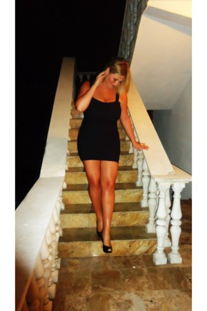 black dress - camel purse - black heels - bronze ring