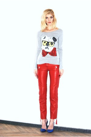 red leather pants Amor & Psyche leggings - heather gray Twin Set top