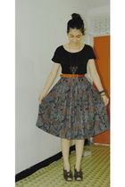 black top - brown necklace - brown belt - gray skirt - gray shoes - black purse
