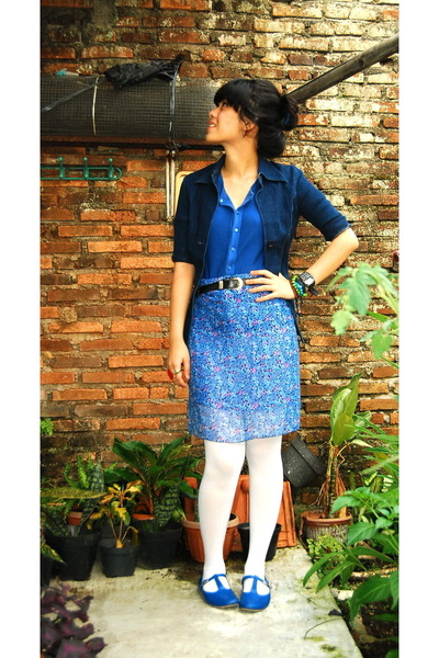 blue blazer - blue top - - black belt - white tights -