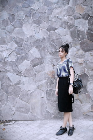 black Nevada boots - black stripes thrifted vintage shirt - black moms skirt