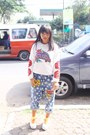 Blue-harem-pants-thrift-store-jeans-white-prints-unknown-brand-sweater