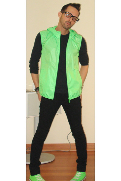 black social collision jeans - green Uniqlo jacket - green Converse shoes 05c8067a0