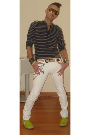 white social collision jeans - green GBX shoes - black ben sherman shirt
