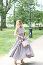 light pink dior bag - beige dior pumps