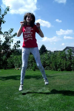 red vodka shirt - periwinkle flowery Star Mode jeans - silver Primark sneakers