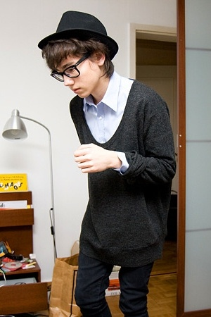unknown hat - Ray Ban glasses - H&M shirt - hope sweater