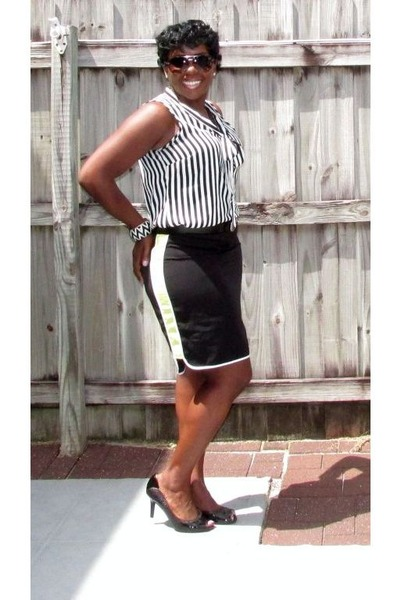 black Worthington skirt