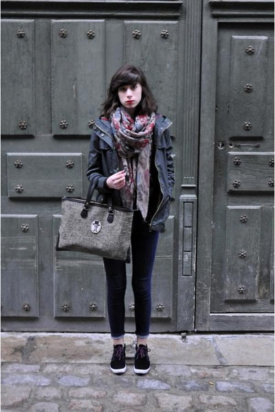 Les Cakes de Bertand bag - april 77 jeans - black Bizzbee jacket - Mango sweater