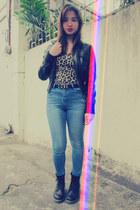 love belt Forever 21 belt - black boots Dr Martens boots - Forever 21 jeans