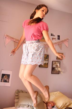light blue Diksi skirt - hot pink Oysho t-shirt