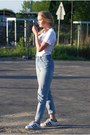 Calvin-klein-jeans-second-hand-t-shirt-adidas-sneakers