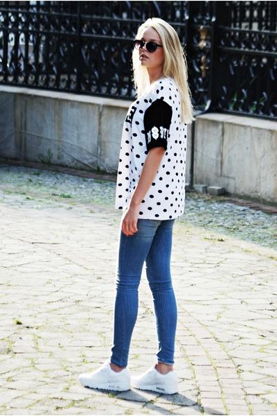 white Misbhv t-shirt - nike shoes - H&M jeans
