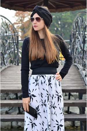white pleated skirt skirt