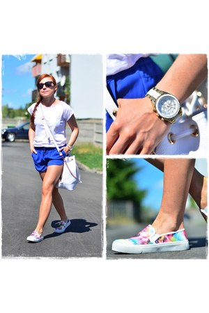 white paulinaschaedelcom bag - blue reserved shorts - white New Yorker t-shirt