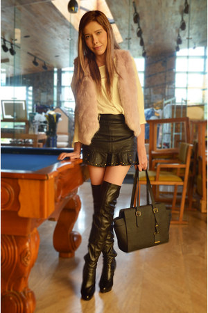 light pink fake fur Dafiti vest - black above the knee Forever 21 boots