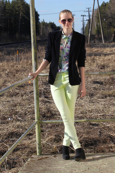 Zara blouse - neon Topshop jeans - second hand blazer