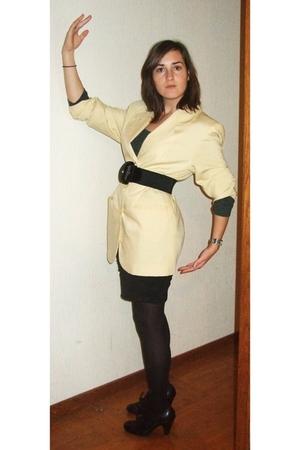 yellow vintage jacket - black H&M skirt - black new look shoes - gray H&M t-shir