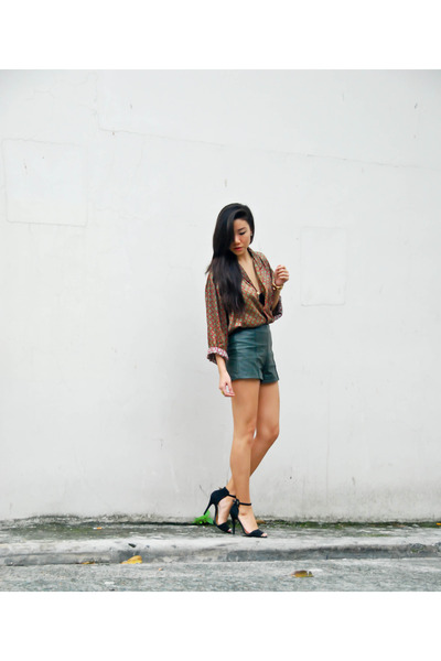vintage top - Zara shoes - Forever 21 shorts