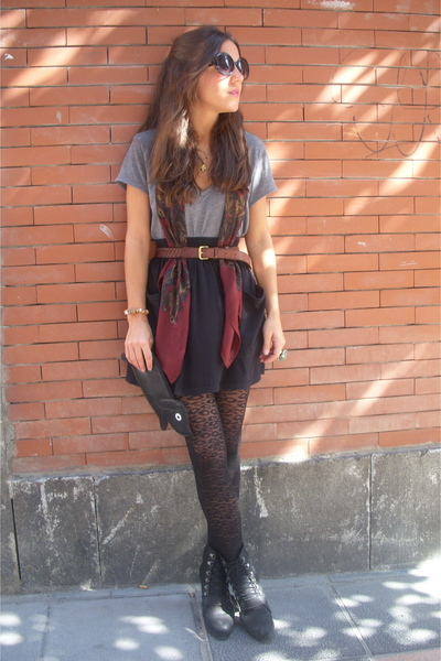 H&M t-shirt - American Apparel skirt - Zara boots - H&M tights - pepa loves purs