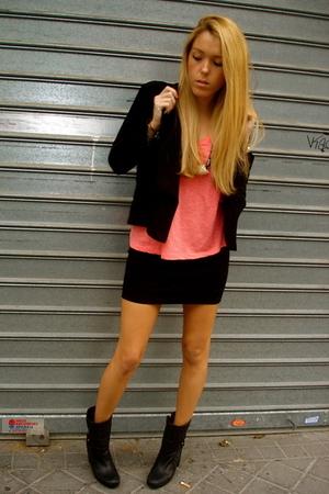 H&M t-shirt - H&M skirt - Burberry boots - H&M blazer