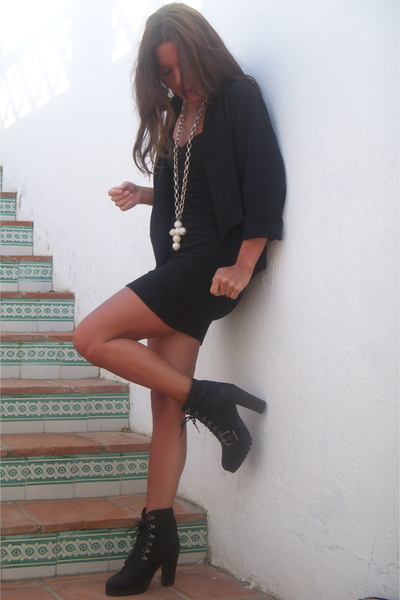 white 1 de 50 necklace - black Zara boots - black H&M dress - black H&M blazer