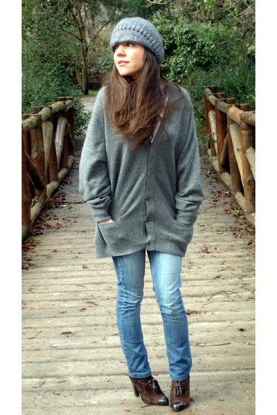 H&M sweater - Costume Nouveau hat - hazel shoes - AMERICAN VINTAGE jeans