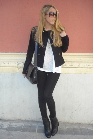 H&M jacket - Burberry boots - vintage purse - Zara leggings - Mango glasses - Za