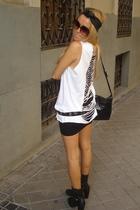 H&M skirt - Zara t-shirt - Zara belt - Thomas Burberry boots - Bimba & Lola acce
