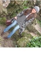 Zara coat - AMERICAN VINTAGE jeans - H&M sweater - Costume Nouveau hat - Misako